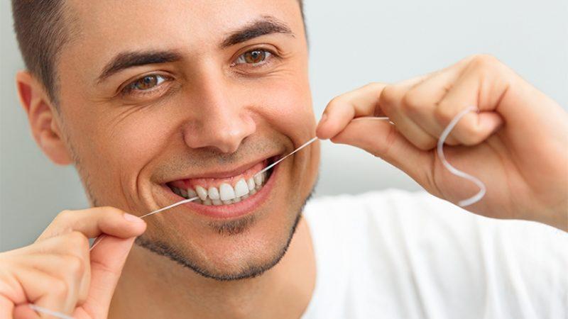 Comment améliorer votre technique d'utilisation du fil dentaire