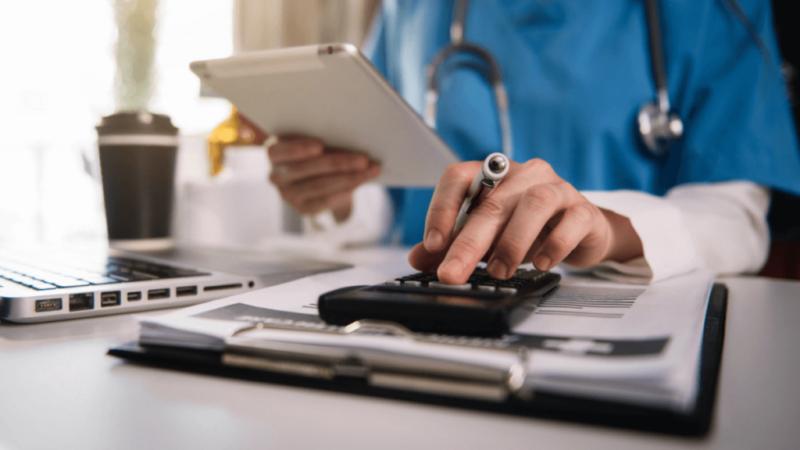 6 FAQ sur comment devenir un spécialiste de la facturation et du codage médical